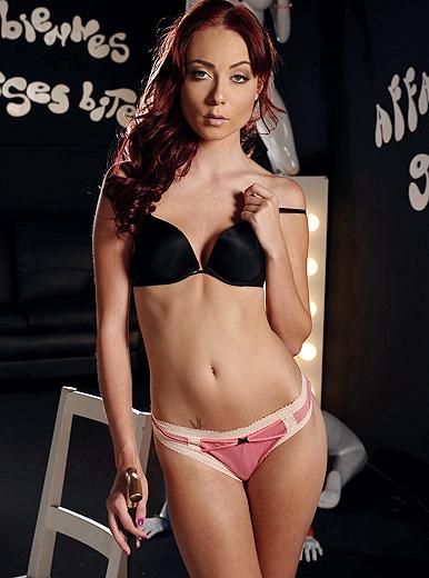 Zoe Voss - XXX Pornstar