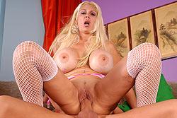 Busty mom Kayla Kupcakes