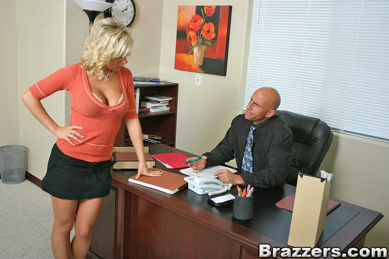 skromnoe-seksualnoe-sekretarsha