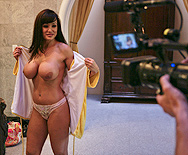 Who wants to chill with Lisa Ann for a day? - Lisa Ann - 2
