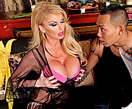 House of Sluts: Chapter 2 - Taylor Wane - 1