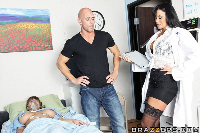секс с медсестрой Savannah Stern