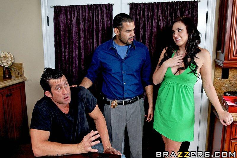 жена трахается с любовником у мужа на глазах