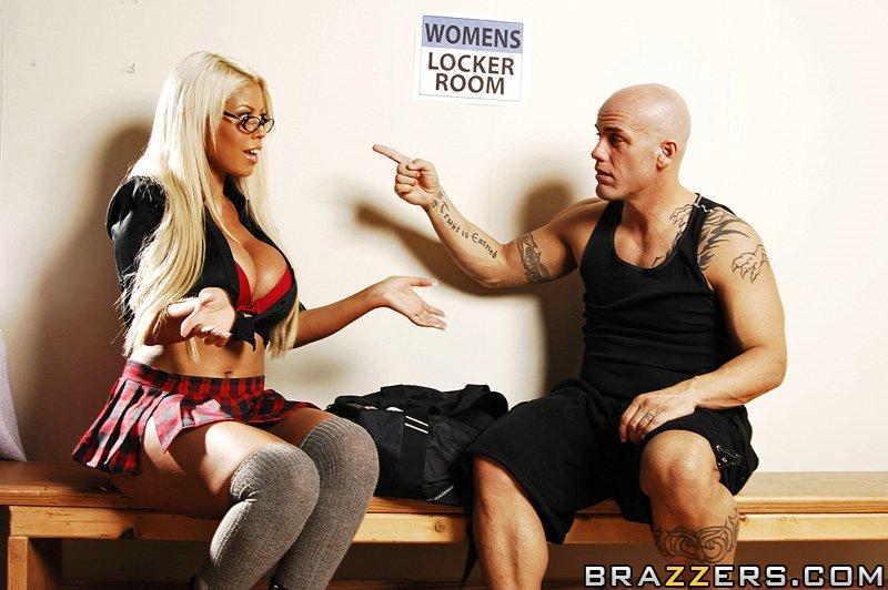 porno-foto-bridgette-b-locker-room-romp