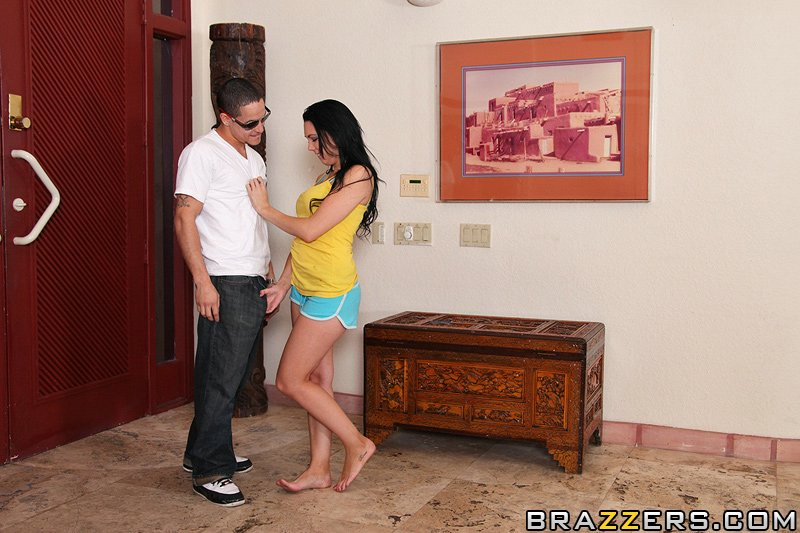 дочка  Megan Foxxx трахается, пока нет мамы дома