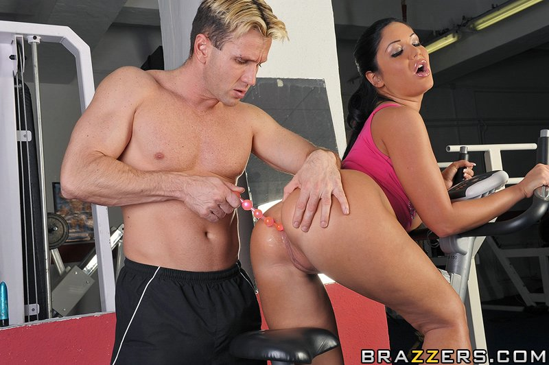 Angelica Heart сексом с тренером сжигает лишние калории