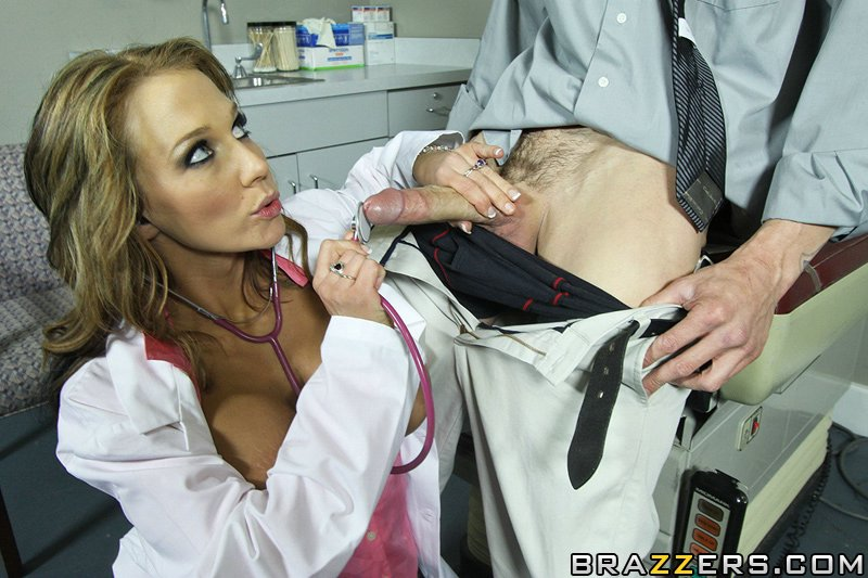 Nikki Sexx лечит пациента сексом