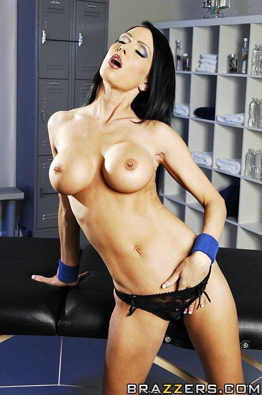 Jessica Jaymes любит эротический массаж с элементами секса