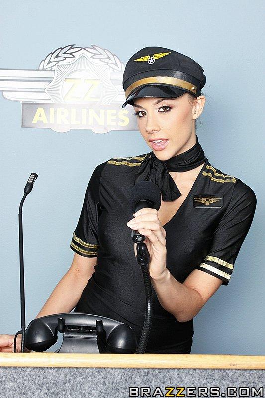 стюардесса Chanel Preston понапрасну не теряет время