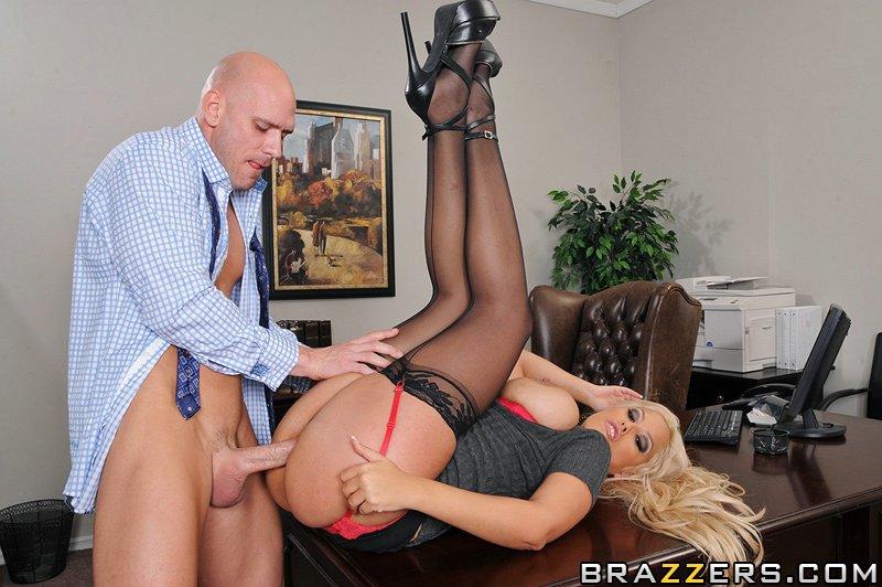 Bridgette B сексом с начальником увеличивает себе оклад