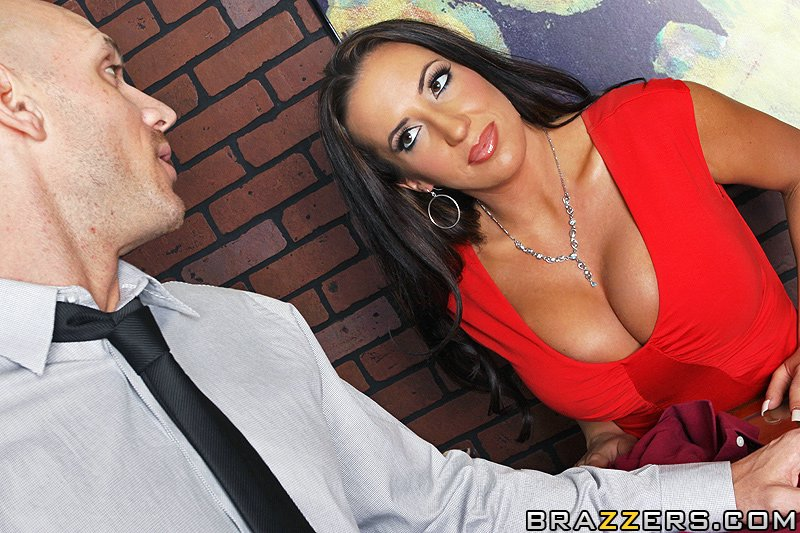 richelle ryan big tits at work