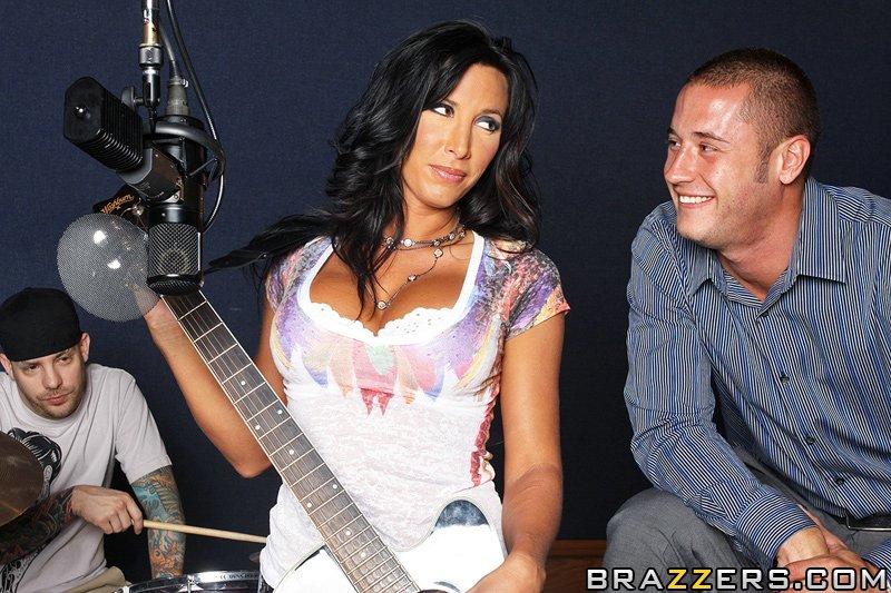 Lezley Zen готова навіть відсосати щоб записати пісню