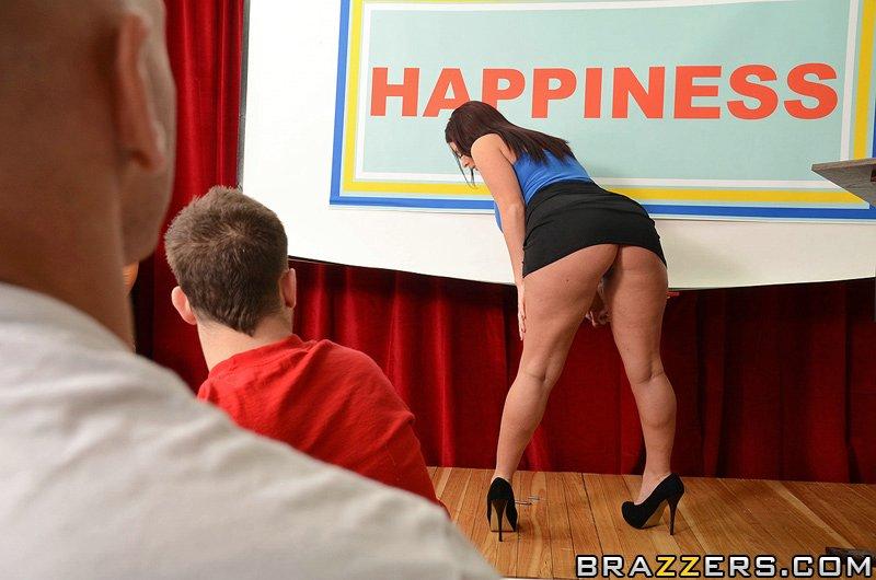 анальне щастя для Sophie Dee перед публікою