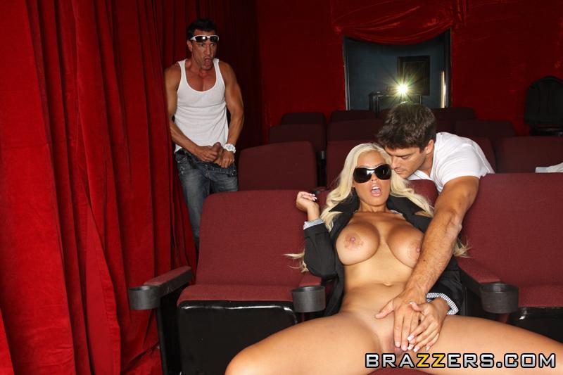 блондинка Bridgette B кожен день трахкається на зйомках