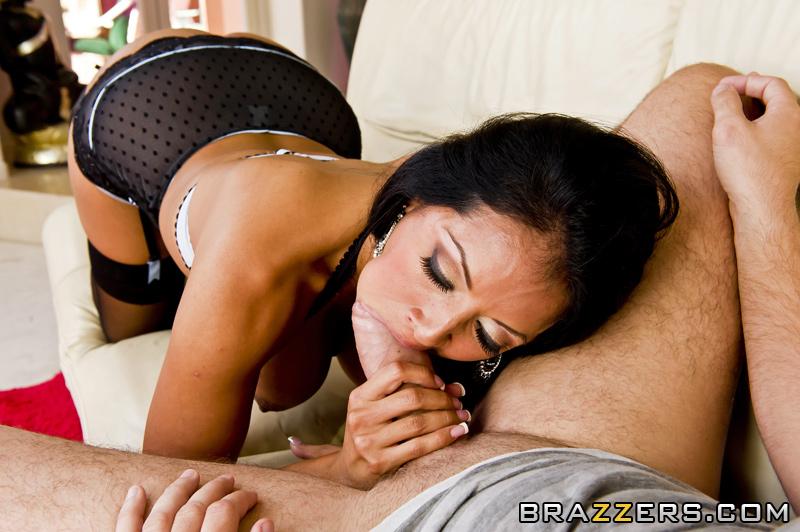 Kiara Mia трахаеться з товаришем чоловіка