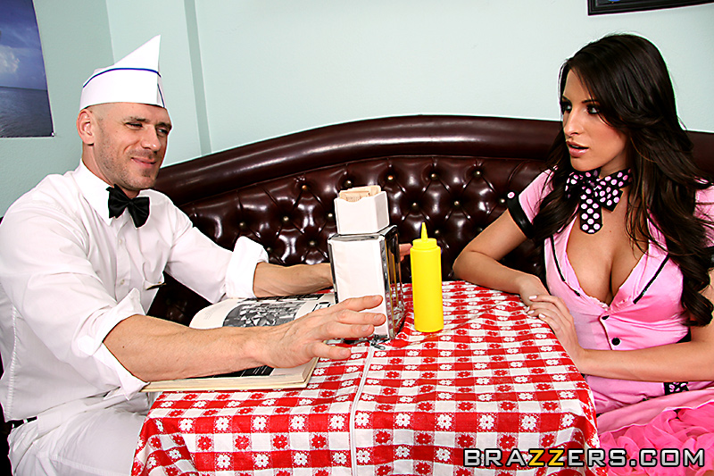 Секс в кафе с официанткой