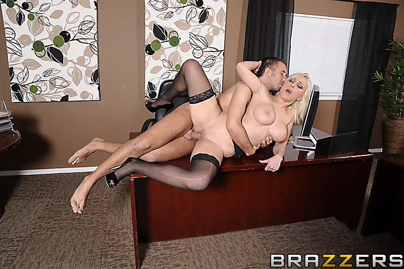    / Lexi Swallow (Swallowing her Boss) (2012) SiteRip
