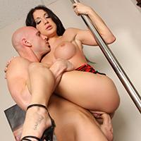 Amy Brooke Works the Pole