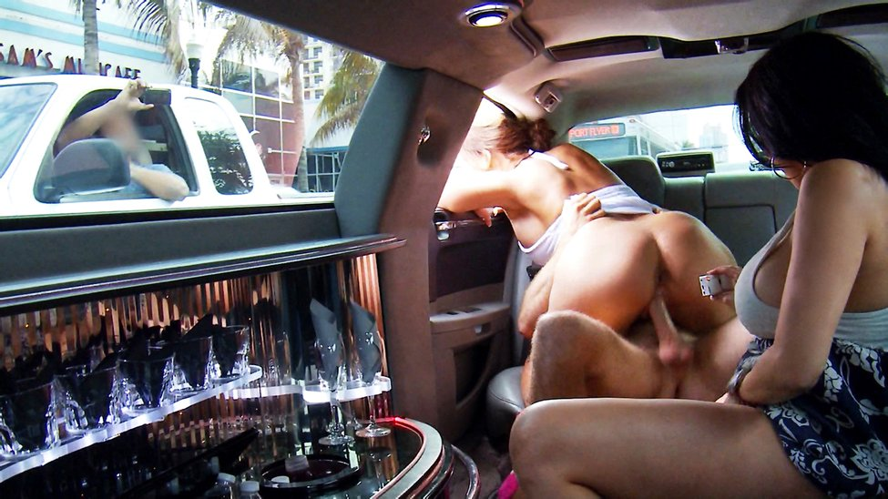 Public Fucking in the Stretch Limo